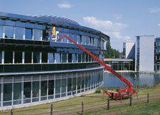 Teleskopbühnen mieten & vermieten - Gummiketten-Bühne / TR 220  in Waltrop