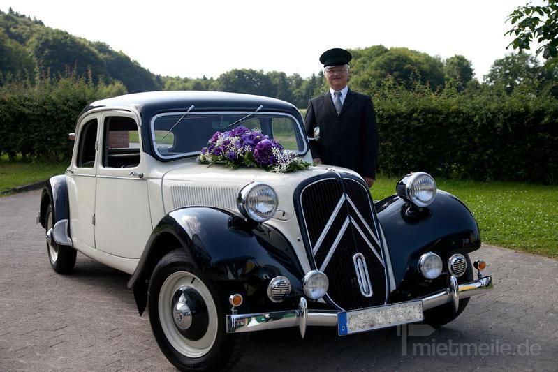 Oldtimer mieten & vermieten - Citroen CV11B Gangsterlimousine 1952 creme/schwarz in Melle