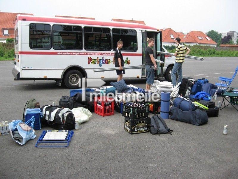 Partybus mieten & vermieten - US-Bus mit 17 Sitzen in U-Form (NRW) in Holzwickede