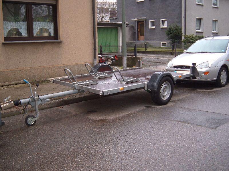 Motorradanhänger mieten & vermieten - Motorradanhänger für bis zu drei Maschinen gebrems in Bochum