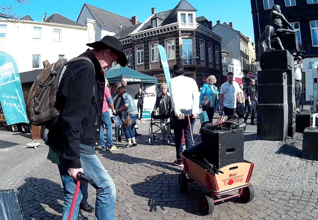 Bands mieten & vermieten - Walking Act - Walking Boots in Burscheid