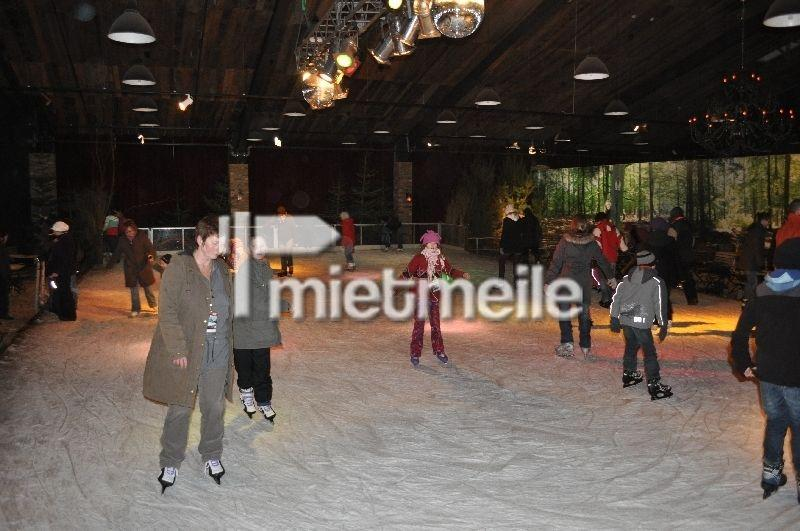 Skihalle mieten & vermieten - mobile Kunsteisbahn 750m² mieten in Schwerin