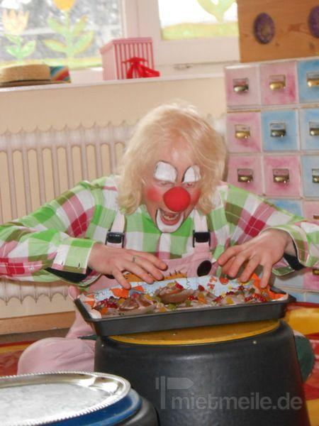 Ballonkünstler mieten & vermieten - Clown Fussel zaubert - Ballons  in Gehrden