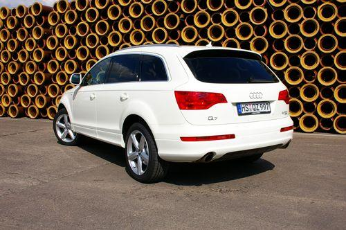 audi q7 s line audi q7 s line sportwagen weiss mieten 300 00 eur pro tag. Black Bedroom Furniture Sets. Home Design Ideas