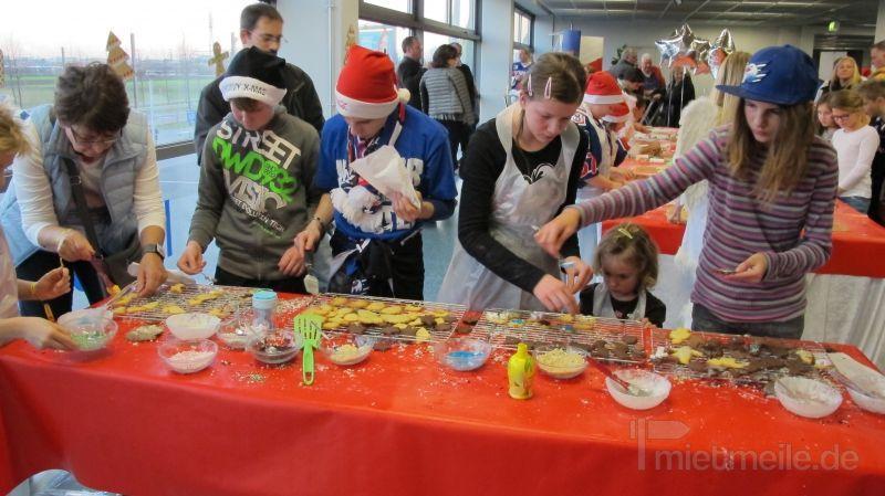 Weihnachtsmann mieten & vermieten - mobile Backstation in Niederkassel