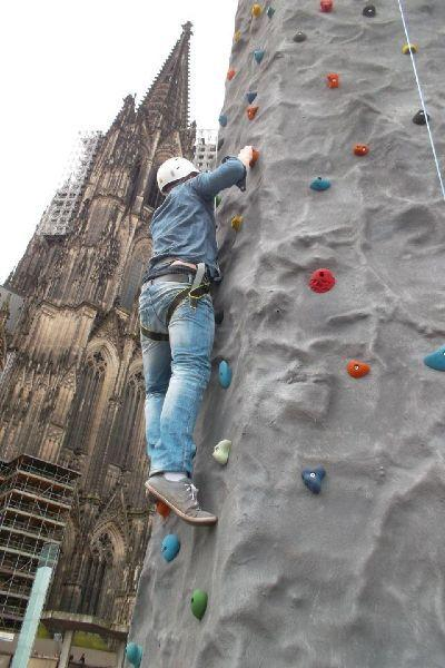 Klettergeräte mieten & vermieten - das mobile Klettermassiv in Ense