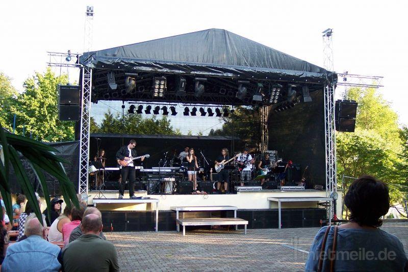 Bühne mieten & vermieten - Bühne 8x6 m  in Teutschenthal