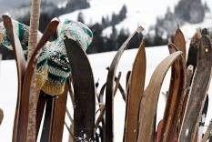 Saisonale Dekoration mieten & vermieten - Originale Ski & Stöcke, Ski, Skier, Stöcke, Skistöcke, Skistock, Pisten, Alpen, Apres Ski, Piste, Dekoration, Party in Kamp-Bornhofen