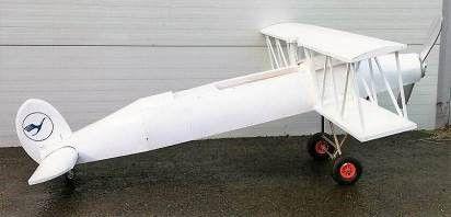 Requisiten mieten & vermieten - Doppeldecker Flugzeug, Propeller, Propellermaschine, Einmotorige Maschine, Flugzeug, Fliegen, Dekoration, Flugmaschine in Kamp-Bornhofen
