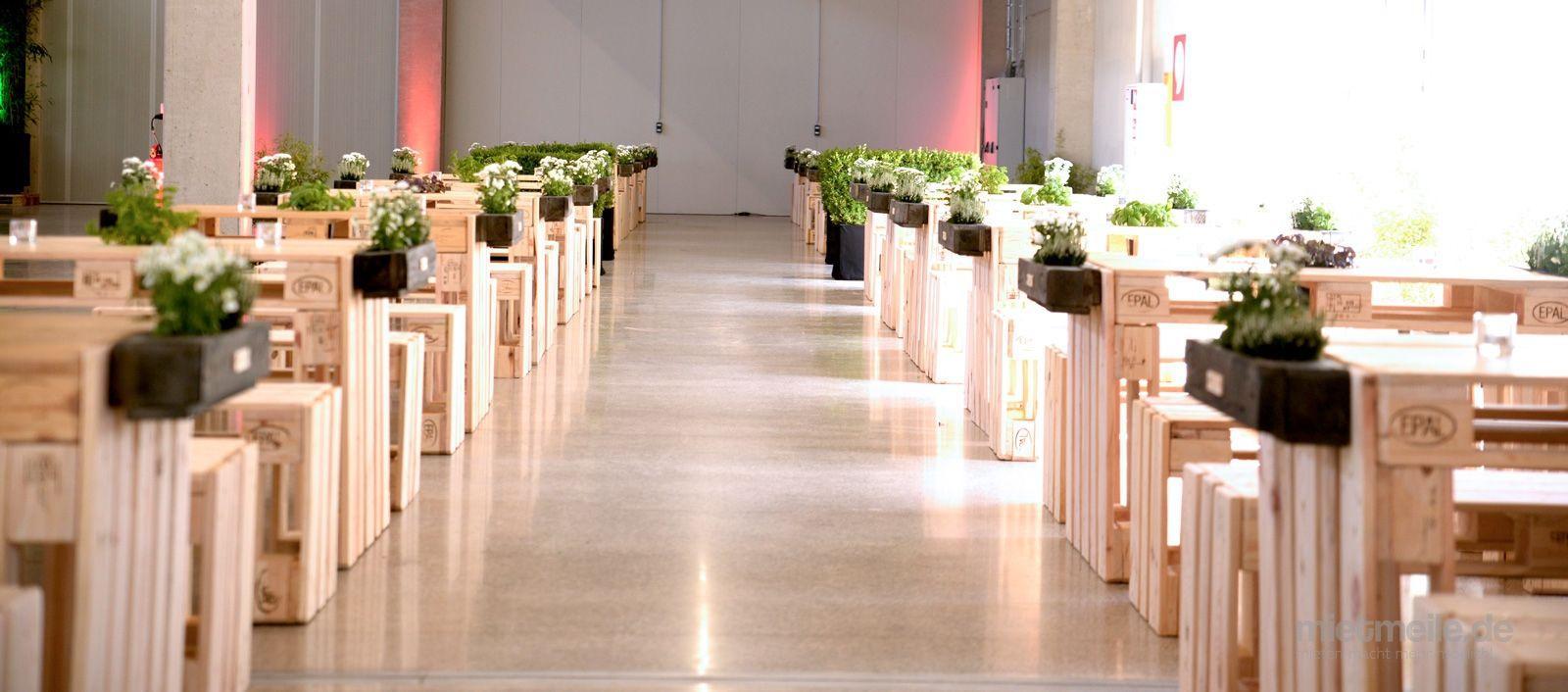 Tresen mieten & vermieten - Palettenmöbel - Tresen-Sitzeinheit-Tisch-Bank in Bramsche