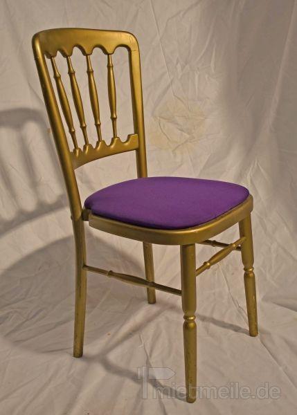 Stühle mieten & vermieten - Holzstuhl gold mit lila Polstern in Rosenheim