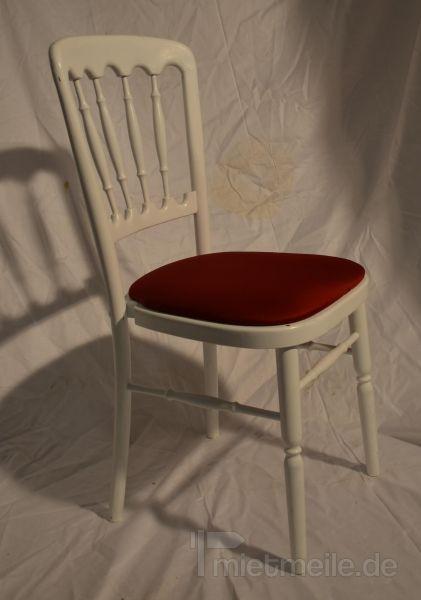 Stühle mieten & vermieten - Holzstuhl weiß mit bordeaux Polstern in Rosenheim