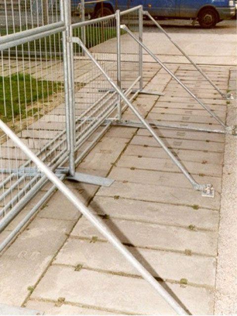 Absperrung mieten & vermieten - Absperrgitter/Bühnenabsperrung leichter Ausführung in Reinstädt