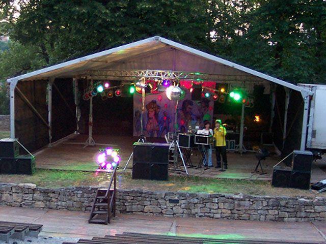 Bühne mieten & vermieten - Bühne mit Zeltüberdachung 10 x 10 m in Reinstädt