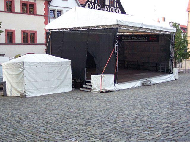 Bühne mieten & vermieten - Bühne mit Dach Traversensystem 8 x 6m in Reinstädt