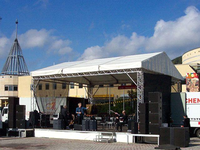Bühne mieten & vermieten - Bühne mit Dach Traversensystem 8 x 9m in Reinstädt