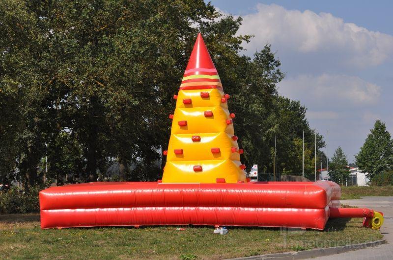 Hüpfburg mieten & vermieten - aufblasbare Kletterpyramide - Hüpfburg mieten in Schwerin