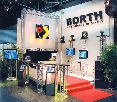 LCD Monitore mieten & vermieten - Barco Monitor SCM 2850 4 x 4 in Ratingen