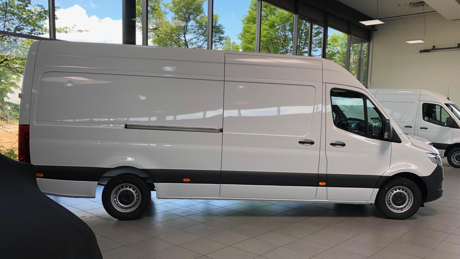 mercedes sprinter 3 5t inkl fahrer mieten 300 00 eur pro tag. Black Bedroom Furniture Sets. Home Design Ideas