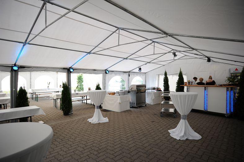 Bühne mieten & vermieten - Mobile Bühne / Bühne / Showbühne / Eventbühne / Veranstaltungsbühne in Neumünster