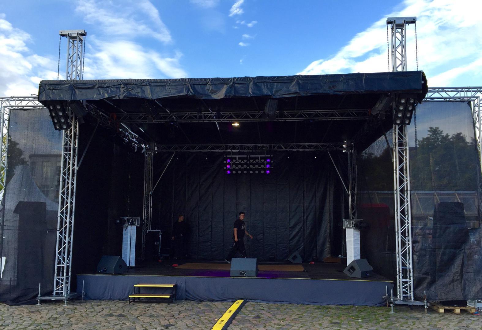 Bühne mieten & vermieten - Open Air Bühne, Event Bühne, Konventionelle Bühne, 6 x 8 x 5m in Neumünster