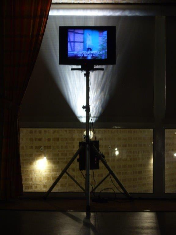 "LCD Monitore mieten & vermieten - 20"" Flat Tv Gerät (4:3) mit Stativ in Neumünster"