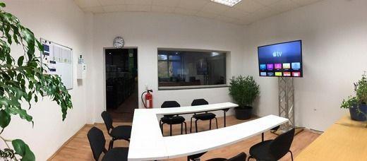 LCD Monitore mieten & vermieten - TV und Monitor Fuß / Truss-Stand / inkl. Auf- und Abbau  in Neumünster