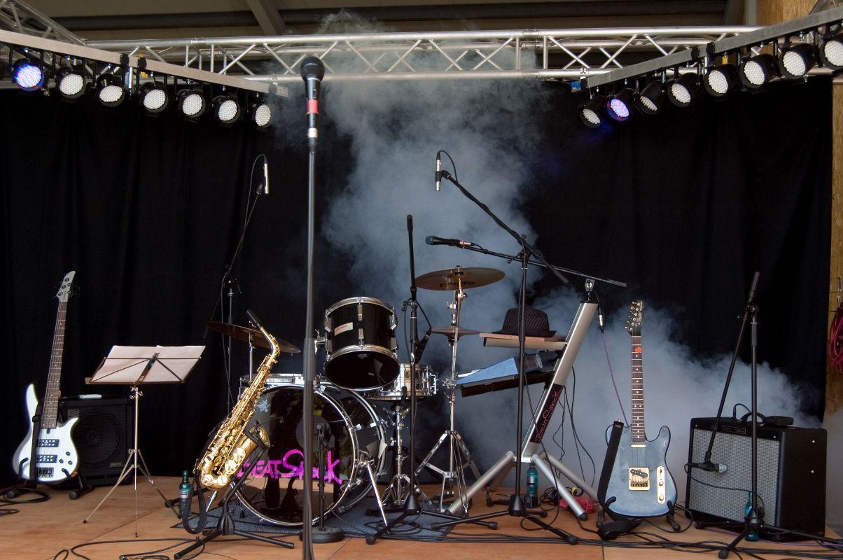 Bühne mieten & vermieten - Tribüne 4 x 10 m/  in verschieden Größen erhältlich in Neumünster