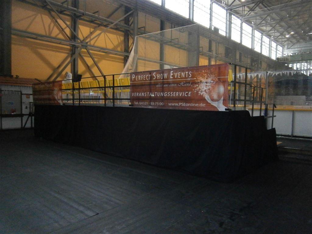 Bühne mieten & vermieten - Tribüne 4 x 20 m/ in verschieden Größen erhältlich in Neumünster