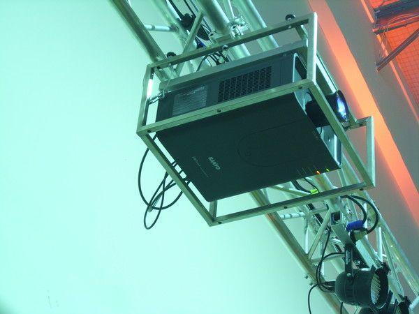 Beamer mieten & vermieten - Beamer Multimedia Projector Model PLC-XP200L Sanyo mit Flugrahmen / 7000 Ansi / Digital für HD in Neumünster