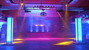Lichttechnik mieten & vermieten - LED-Strahler für den Außenbereich und Innenbereich / LED weiß IP T500 6000K 15x1W 15° in Neumünster