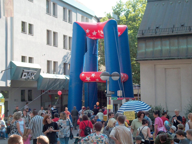 Kistenstapeln mieten & vermieten - Kistenstapel 10 m hoch in Püttlingen