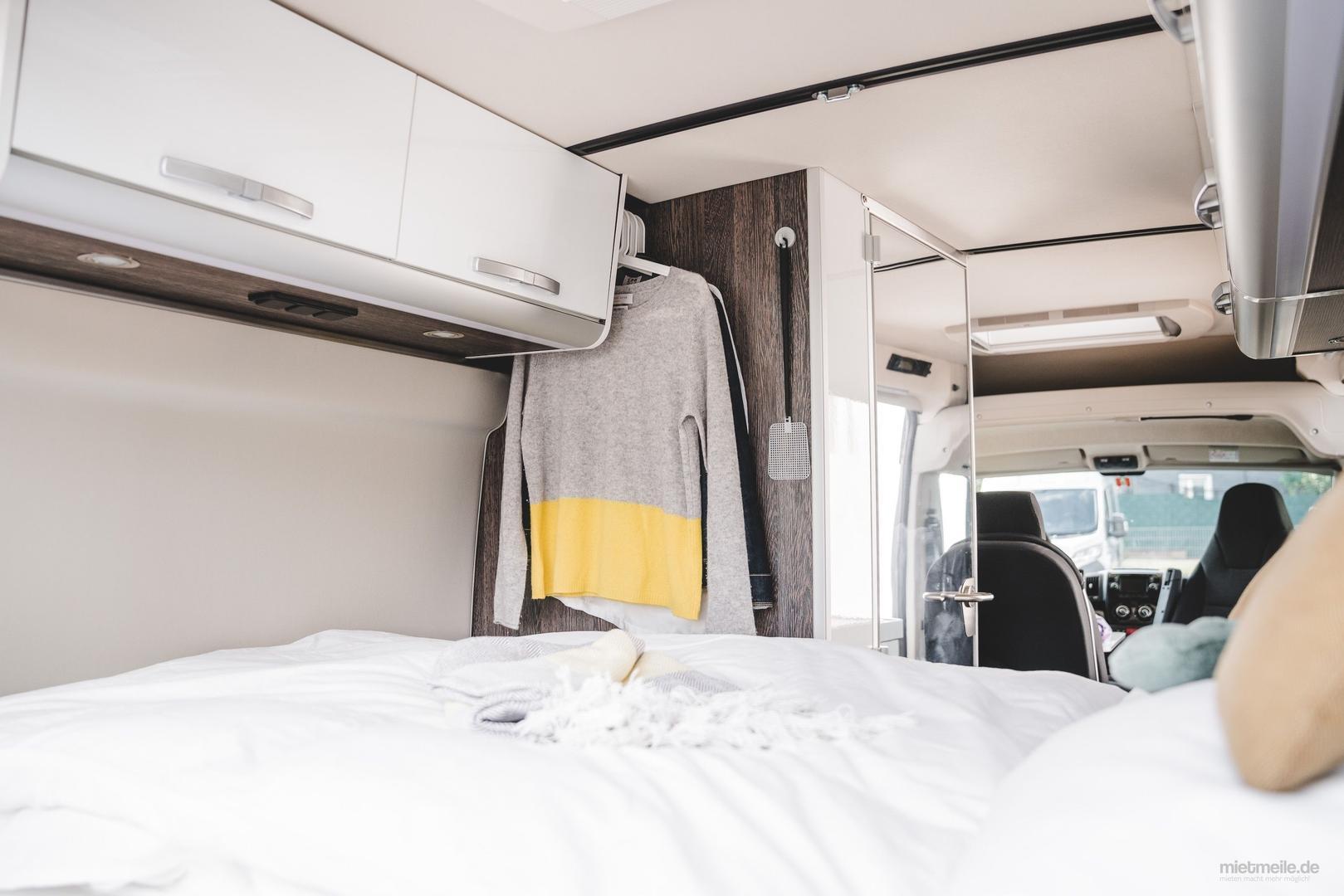 Wohnmobile mieten & vermieten - Westfalia Columbus 600 D und 640 E Luxus-Last-Minute-Wohnmobil, freie Zeiten Oktober bei Ihrem 5-Sterne-Anbieter zwischen Köln und Düsseldorf in Leichlingen