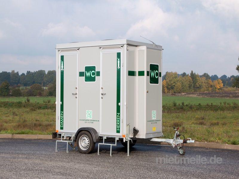 Toilettenwagen mieten & vermieten - Mplus / Event Toiletten in Lütjensee
