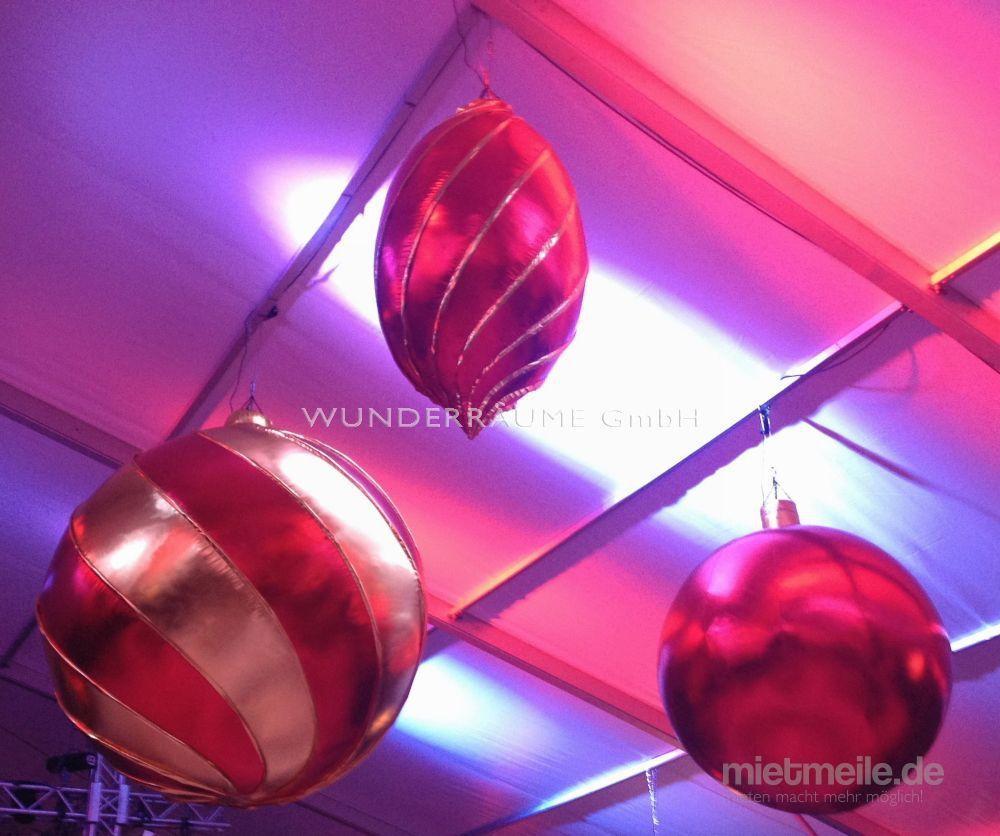 Aufblasbare Dekoration mieten & vermieten - XXL-Weihnachtsbaumkugel-Set - WUNDERRÄUME GmbH vermietet: Dekoration/Kulisse für Event, Messe, Veranstaltung, Incentive, Mitarbeiterfest, Firmenjubiläum in Lichtenstein/Sachsen