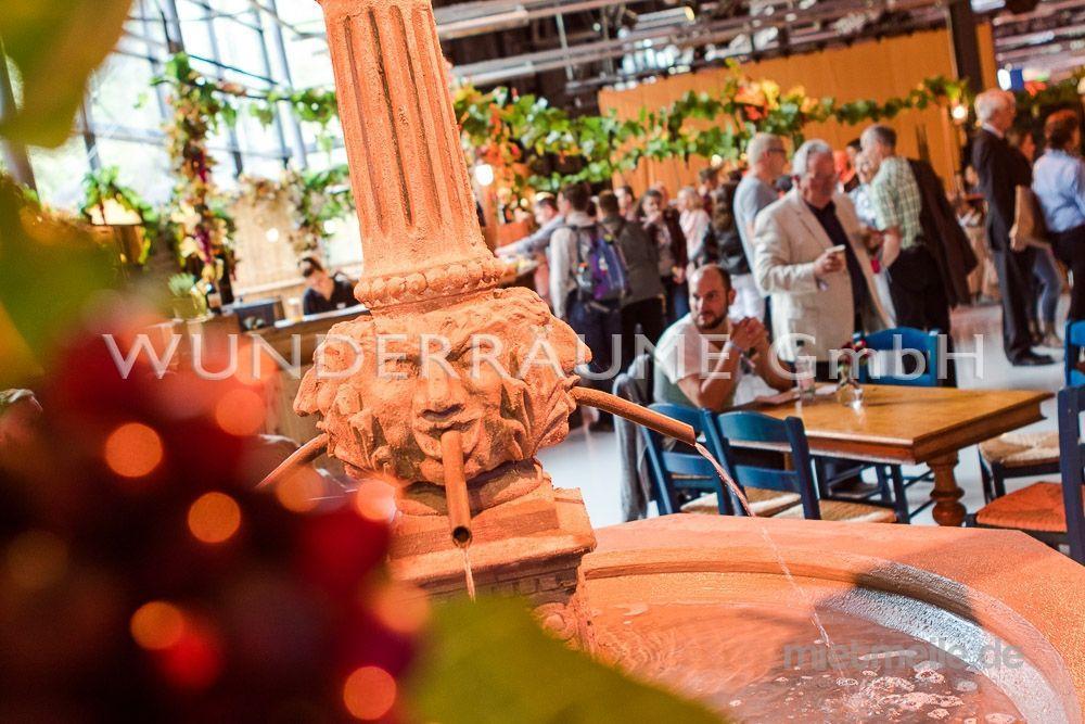 Dekofiguren mieten & vermieten - Brunnen, rund - WUNDERRÄUME GmbH vermietet: Dekoration/Kulisse für Event, Messe, Veranstaltung, Incentive, Mitarbeiterfest, Firmenjubiläum in Lichtenstein/Sachsen