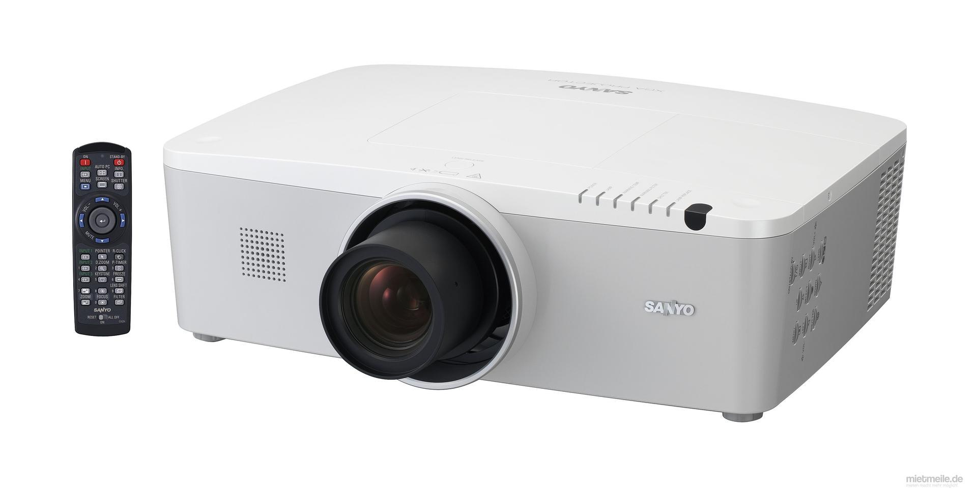 Beamer mieten & vermieten - Beamer Sanyo PLC XM100L 5000 Ansilumen - Videobeamer  in Wismar