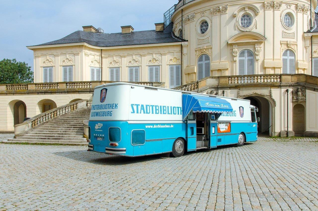 Hochzeitsfeier mieten & vermieten - Der blaue Bus - Korkenknallen nach der Trauung - Sektempfang sorgenfrei in Stuttgart