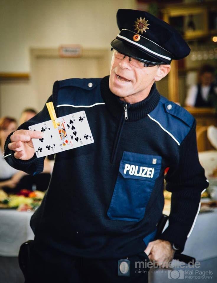 Alleinunterhalter mieten & vermieten - Komiker / Humorist für Feierlichkeiten in Magdeburg