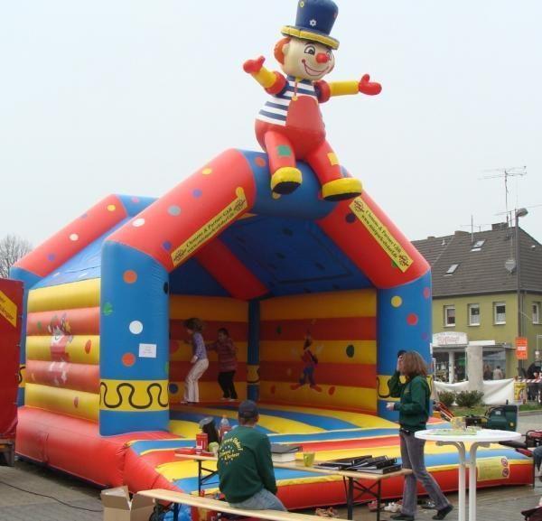 Hüpfburg mieten & vermieten - Profihüpfburg - Megahüpfburg klatschender Clown Strassenfeste + Grossveranstaltungen in Elsdorf (Rheinland)