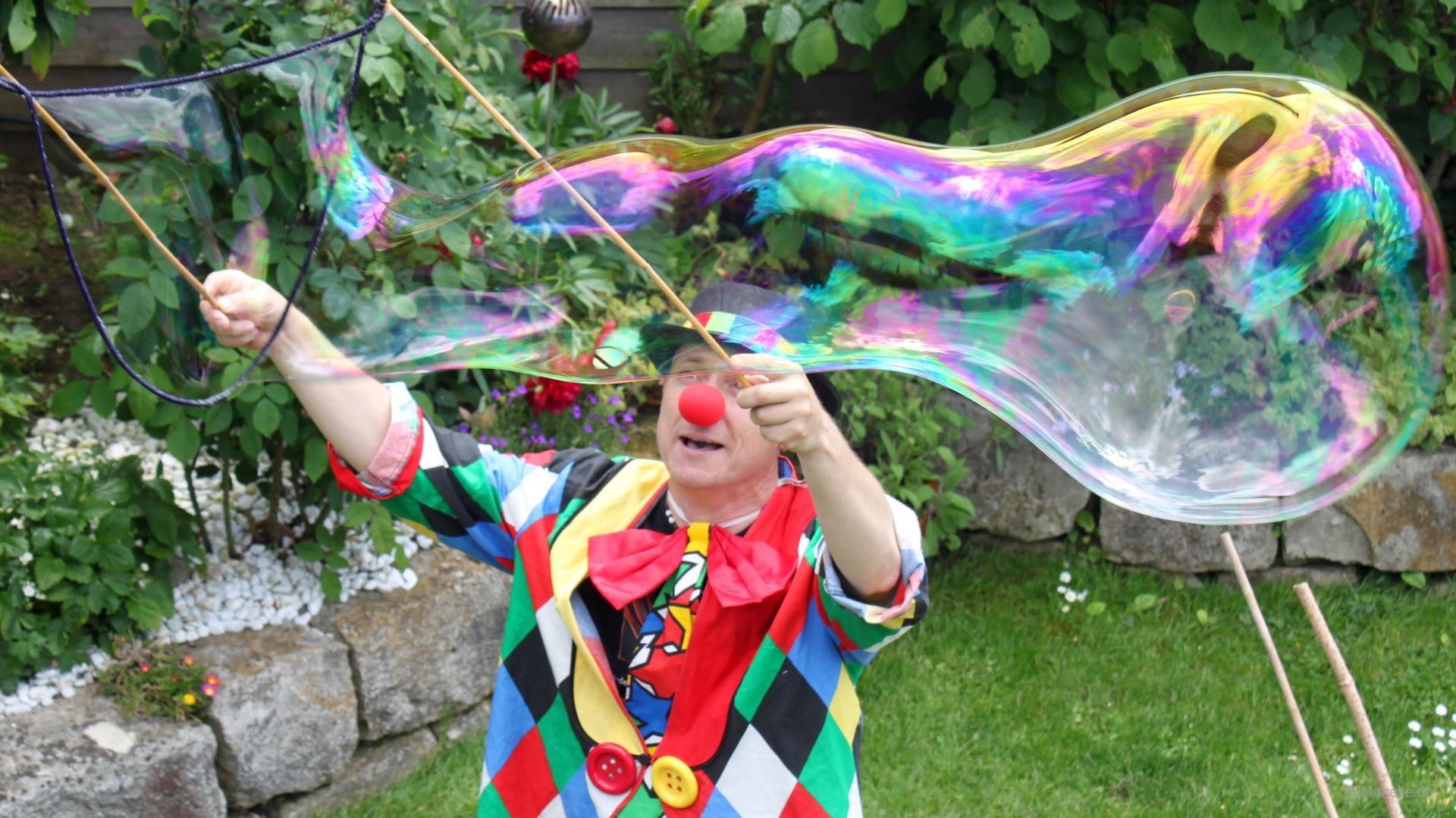 Clown mieten & vermieten - KlaRo der Clown mit Zauberei  - Kinderzauberer - Erwachsene - Gaukler - Zauberkünstler - Ballonmodellieren in Kornwestheim