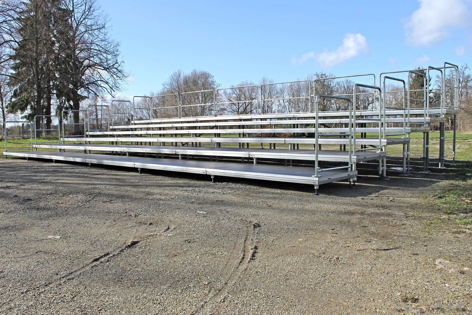Bühne mieten & vermieten - Tribüne – Sitz-Tribüne Sitztribüne mit 6-Stufen und Geländer 12x6m in Gröningen