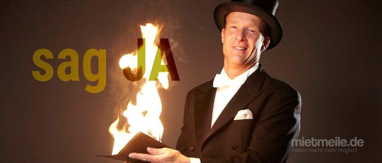 Magier & Zauberer mieten & vermieten - Zauberer Tom Joke, Verblüffend, charmant & frech: Buchen Sie den Comedy - Zauberkünstler - Messe - Event - Hochzeit in Bochum