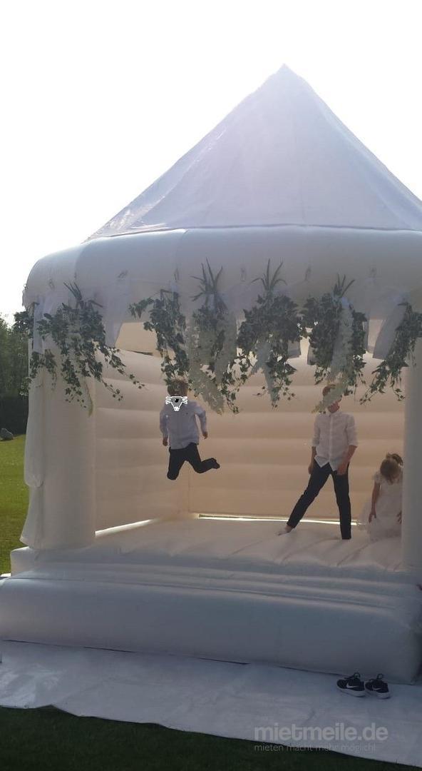 Hüpfburg mieten & vermieten - Hüpfburg Wedding die weiße Hochzeitshüpfburg mieten in S-H in Kiel