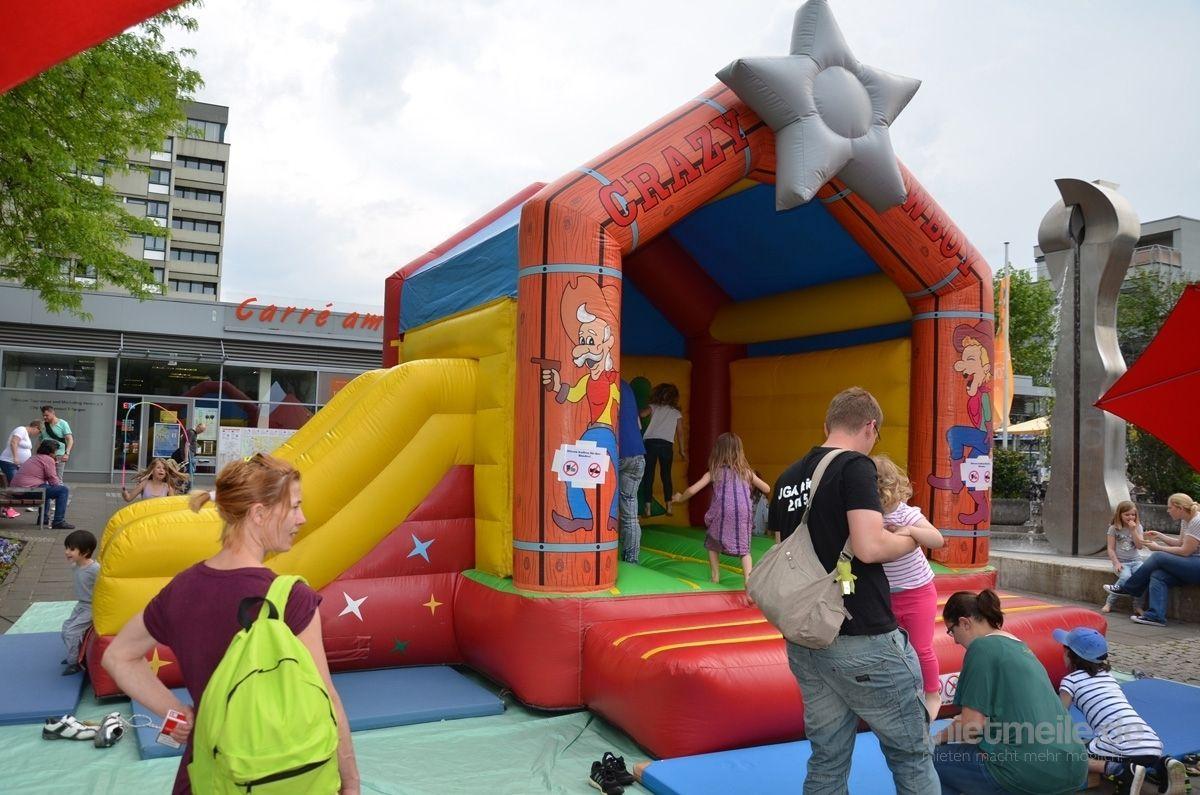 Hüpfburg mieten & vermieten - Hüpfburg mit Rutsche - Spaß für Kinder in Nürnberg