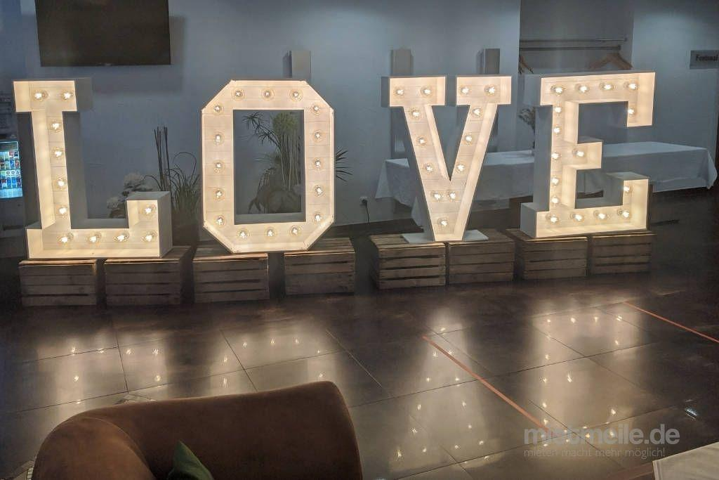 "Leuchten & Lampen mieten & vermieten - XXL Buchstaben ""LOVE"" 120 cm  in Hüllhorst"