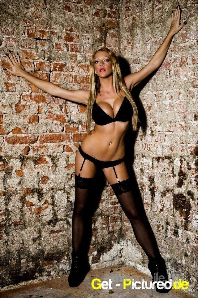 Sexy Stripperin LILLIAN WILL mega heiß mieten - mietmeile.de