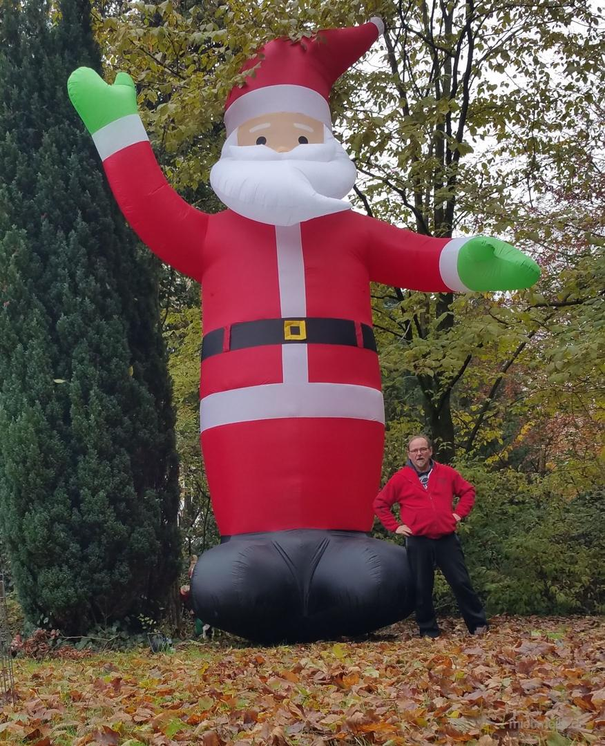 Aufblasbare Dekoration mieten & vermieten - Weihnachtsmann 6m hoch aufblasbar in Kaltenkirchen