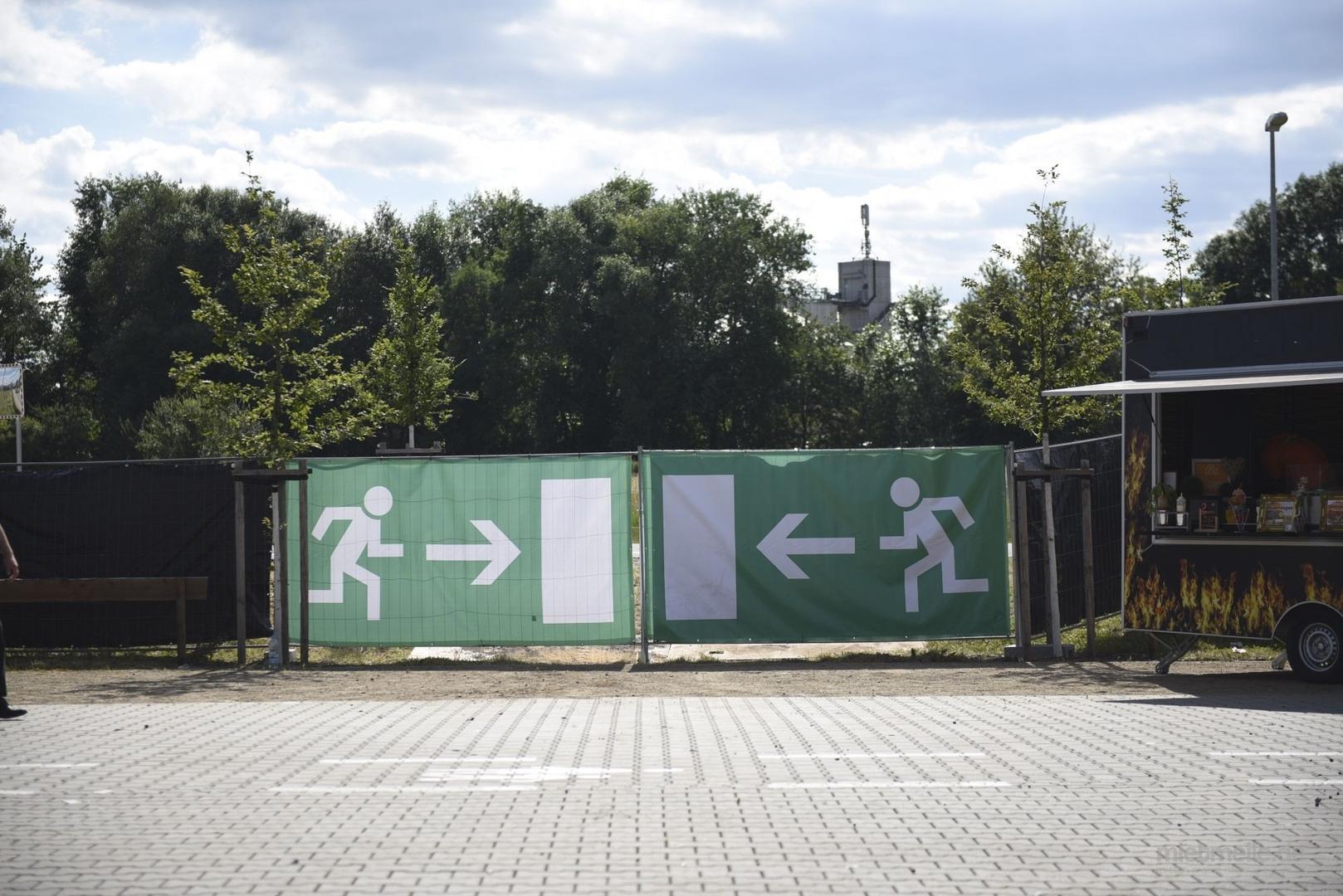 Bauzaun mieten & vermieten - Notausgangsbanner / Sichtschutz / Bauzaunplane / Fluchtwegbeschilderung in Mainz