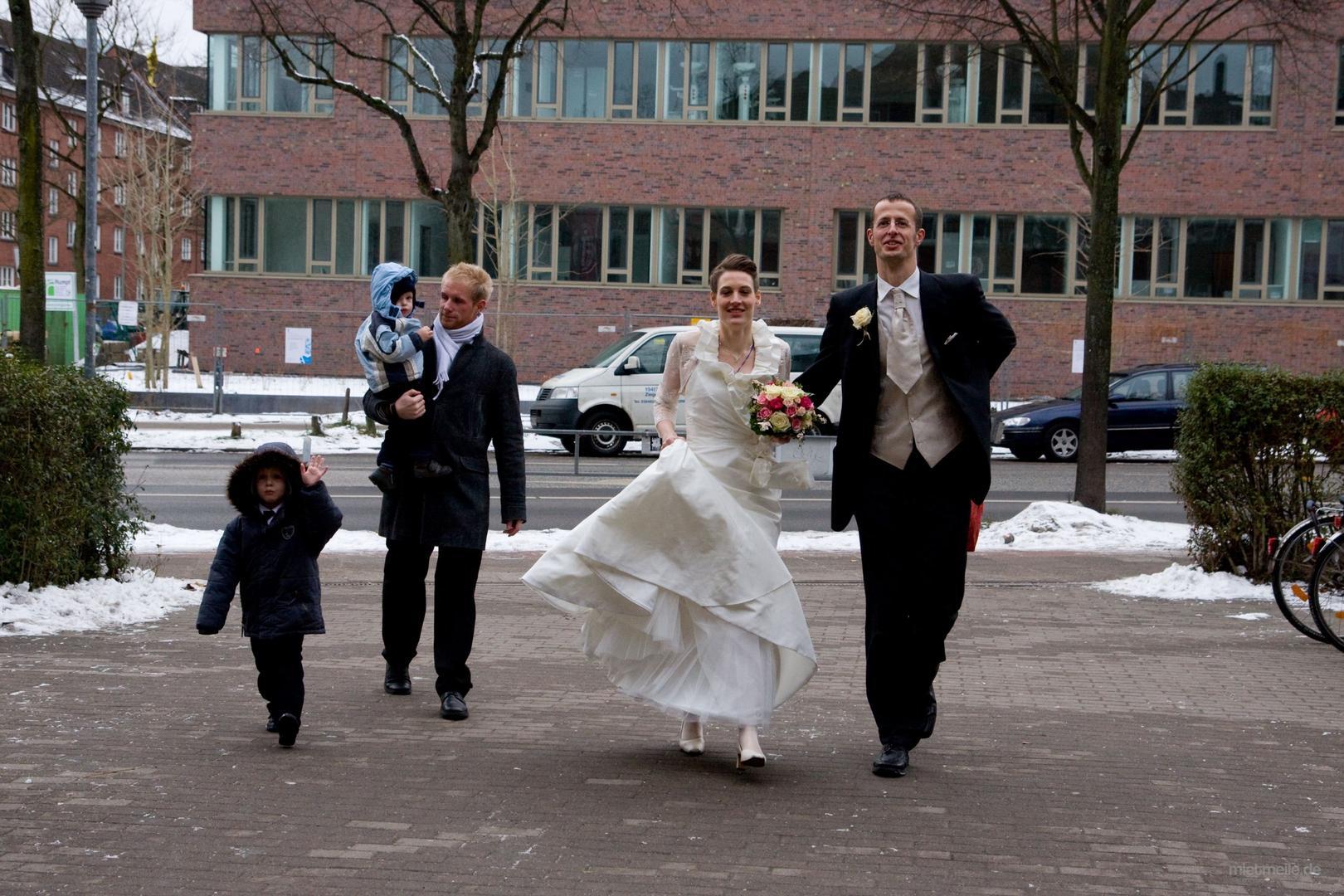 Brautkleid mieten - 4,4 EUR pro Tag - mietmeile.de